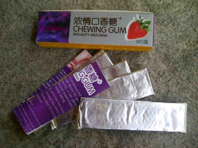 Feet hot teen chews gum